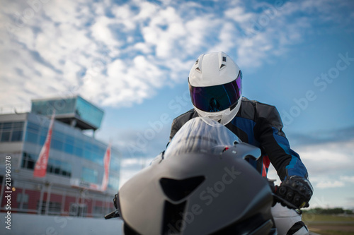 Foto op Plexiglas Motorsport The close up of motobike driver
