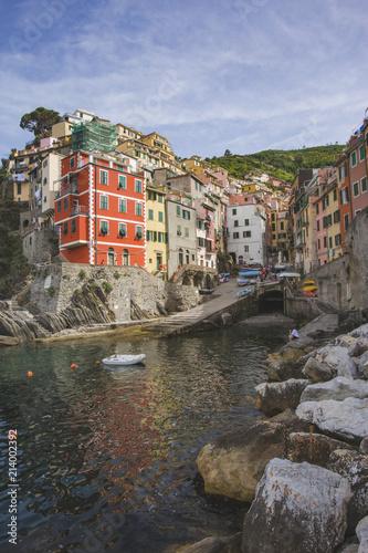 Keuken foto achterwand Europa Riomaggiore city, rocky seashore. Cinca Terre. Italy