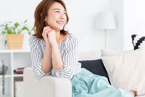 Tablou Canvas リラックスする女性
