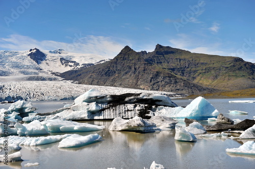 Foto op Canvas Gletsjers The glacier's sleeve in Iceland meets the sea and here icebergs are formed