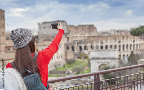 Fényképezés tourist girl taking a selfie in Rome city