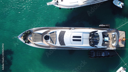 Fototapeta Aerial photo of yachts docked in popular tropical caribbean island destination obraz na płótnie