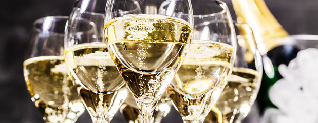 Čaša šampanjca (pjenušavo vino)