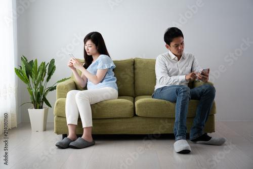 Fotografie, Tablou  険悪なカップルイメージ、携帯電話、スマートフォン