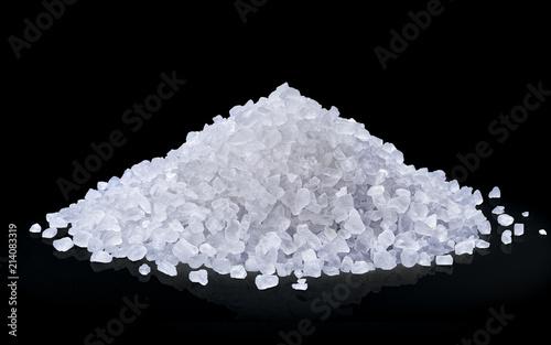 Poster Aromatische heap of salt isolated on black background.