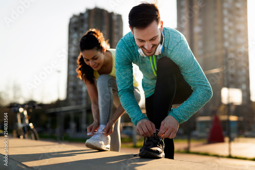 Obraz Handsome man and attractive woman talking - fototapety do salonu