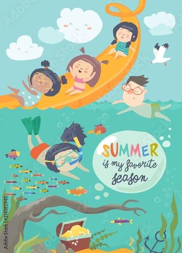 Dzieci bawiące się i cieszące w parku wodnym w wakacje