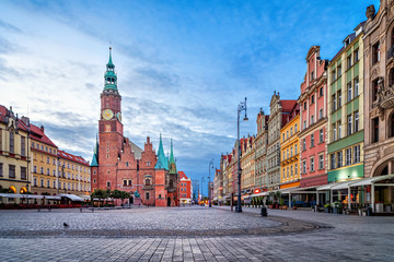 Fototapeta Colorful houses and historic Town Hall building on Rynek square at dusk in Wroclaw, Poland
