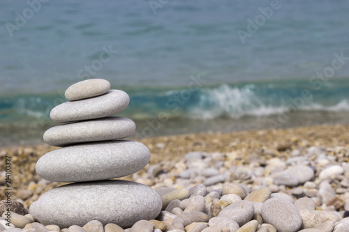 Photo sur Plexiglas Zen pierres a sable Grey pebbles: stone cairn tower, poise stones, zen sculpture.