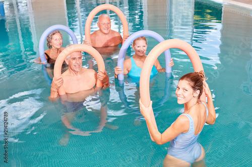 Photo  Aquafitness Senioren Gruppe im Pool