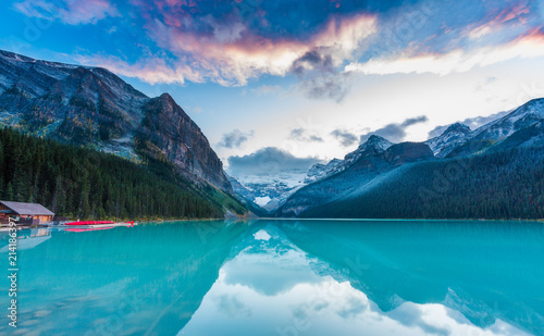 Fotobehang Bergen Sunset at Lake Louise, Rocky Mountains Canada