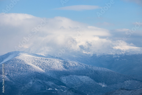 Photographie A panoramic view of the snow-covered Blue Ridge Mountains