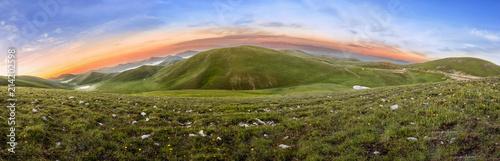 Valokuva Huge Panorama of Mountain at the Sunrise Time - Gran Sasso