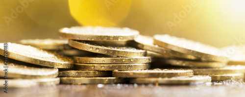 Leinwand Poster Financial freedom, independence concept - web banner of glittering gold coins