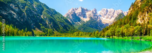 Turquoise water of Lago di Landro, Durrensee, and beautiful mountains of Dolomites, Italy Fototapet