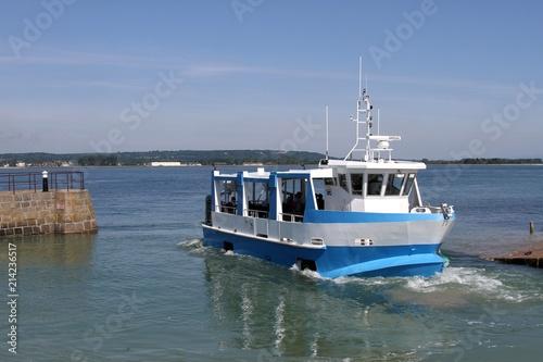 bateau promenade amphibie reliant Saint Vaast la Hougue à l'île de Tatihou dans le Cotentin,Normandie,Manche