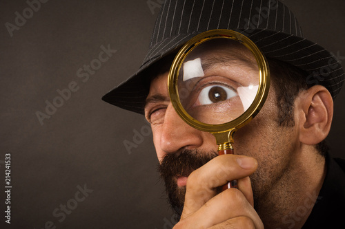 Cuadros en Lienzo detective with magnifying glass