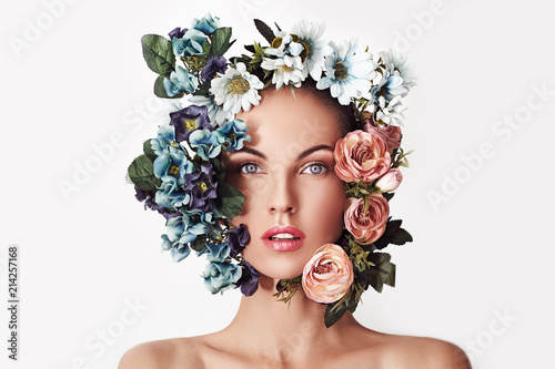 La pose en embrasure Spa Portrait of a young beautiful woman with flowers on her head. Spring fashion photo. Skin care concept, beauty spa, bio product.