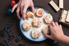 Mini Pizzas With Hands And Games