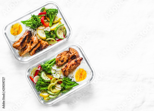 Fotografía Rice, stewed vegetables, egg, teriyaki chicken - healthy balanced lunch box on a light background, top view