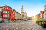 Fototapeta Miasto - Stary Rynek square with small colorful houses and old Town Hall in Poznan, Poland