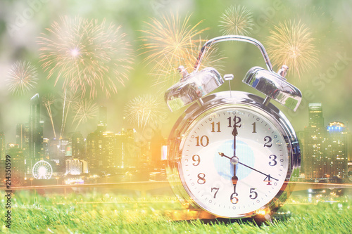 Photo  Double exposure of Alarm clock on city background,Time concept