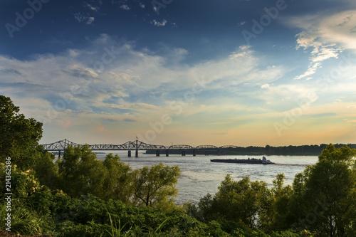 Keuken foto achterwand Verenigde Staten Boat in the Mississippi River near the Vicksburg Bridge in Vicksburg at sunset, Mississippi, USA