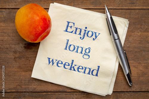 Fényképezés  enjoy long weekend note on napkin