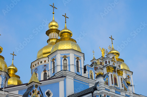 Foto op Plexiglas Kiev Blue Orthodox Church with golden rooftops