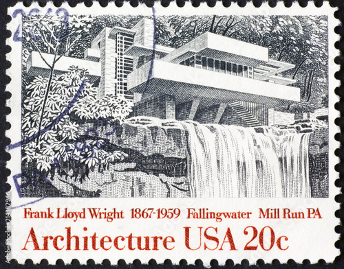 Photographie Fallingwater house by Frank Lloyd Wright on american stamp