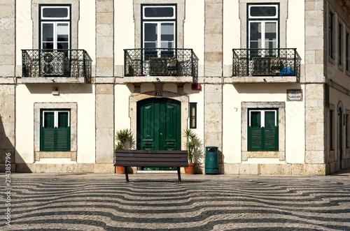 Fotografie, Obraz  Wellenmuster im Mosaikpflaster auf dem Platz Praca 5 de Outubro (Platz vor dem R