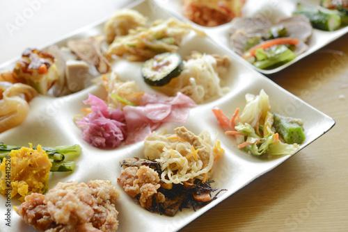 Fotobehang Buffet, Bar ビュッフェ料理 和食