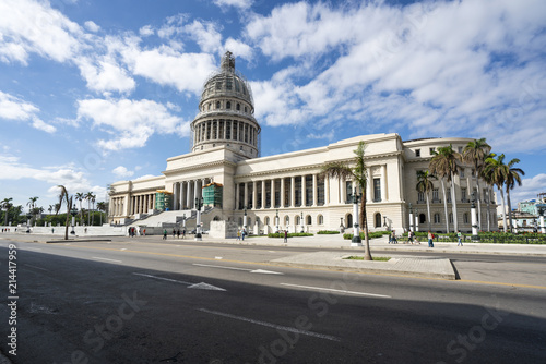 Foto op Canvas Havana The Capitol of Havana on a beautiful summer day