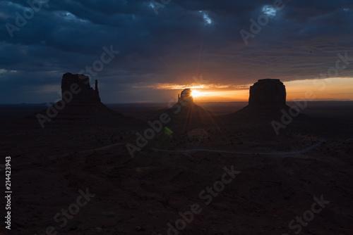 In de dag Donkerblauw Monument Valley