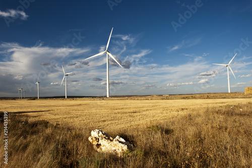 Zdjęcie XXL Turbin wiatrowych na płaskowyżu Paramo de Masa, prowincji Burgos, Kastylia, Hiszpania