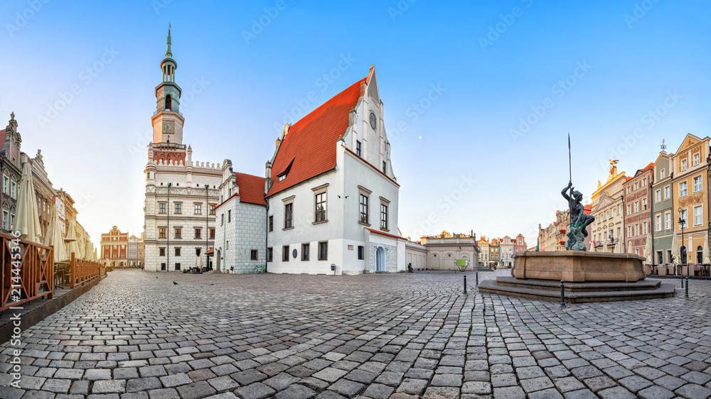 Fototapety, obrazy: Panorama Starego Rynku w Poznaniu z zabytkowym budynkiem domu wagowego