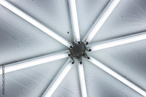 Moderne Lampen 77 : Neonröhre licht röhren design für architektur lampen buy this