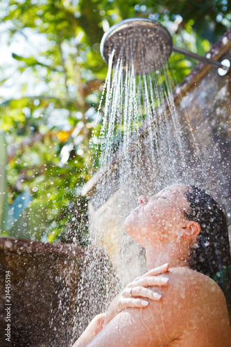 Tuinposter Akt women in tropic shower