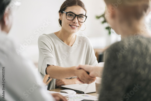 Cuadros en Lienzo Business people discussion advisor concept