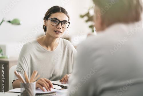 Obraz Business people discussion advisor concept - fototapety do salonu