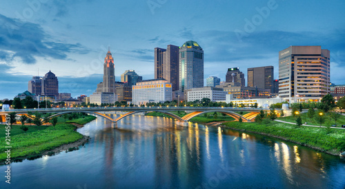 Foto op Plexiglas Chicago Evening Columbus Ohio skyline along the Scioto River at dusk
