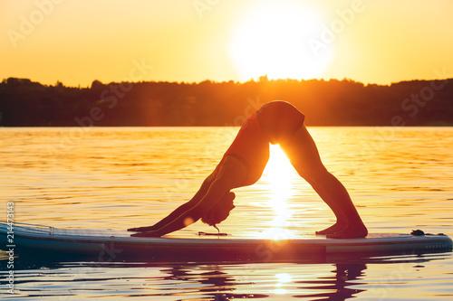 Fotografie, Obraz  Yoga auf dem Stand Up Paddle Board