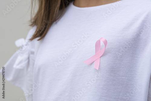 mujer con cinta rosa para apoyar el cáncer de mama causa Canvas Print