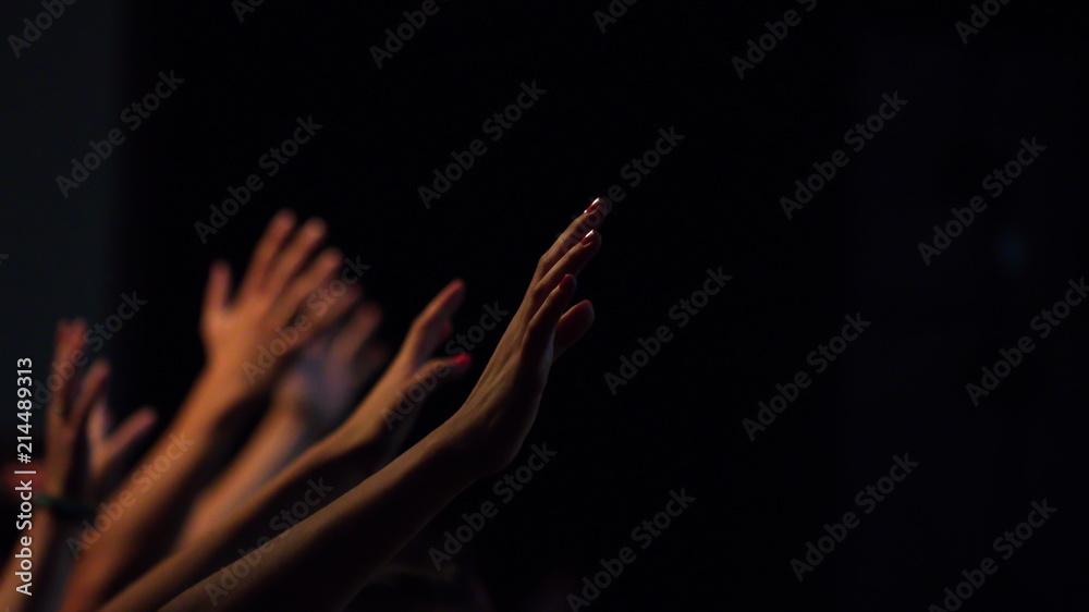 Fototapety, obrazy: Uitgestrekte handen in aanbidding