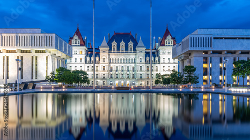 Photo New York State Capitol building at night, Albany NY