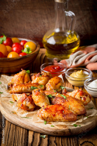 In de dag Grill / Barbecue Grilled chicken wings with ketchup and mustard sauces on wooden board. Traditional baked bbq buffalo