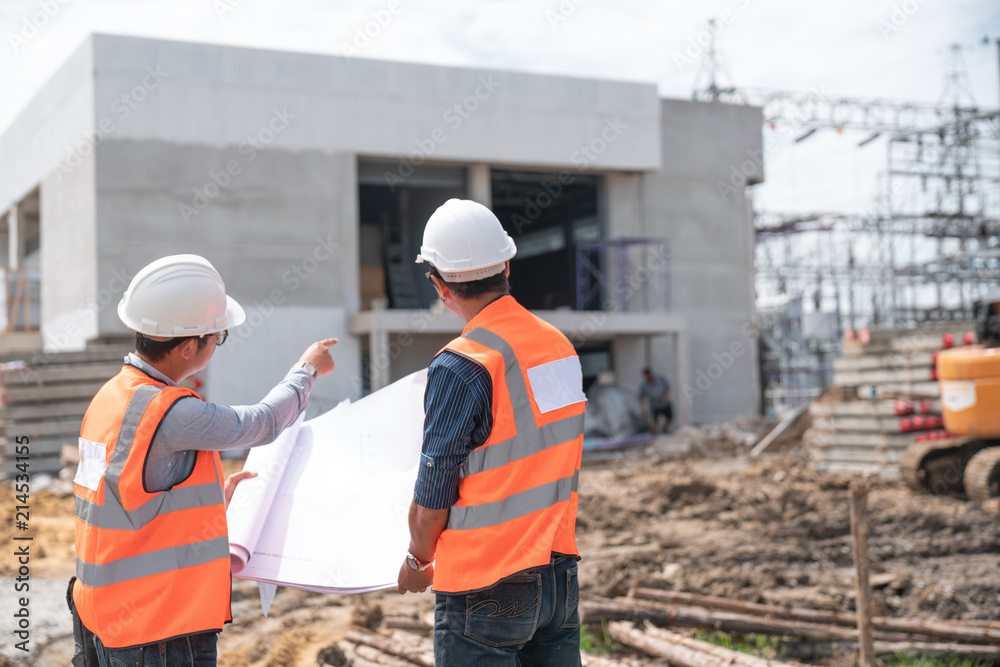 Fototapety, obrazy: Construction engineers discussion with architects at construction site