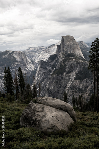 Keuken foto achterwand Verenigde Staten Half Dome 's Shadowy Portrait, With Large Boulder and Forest in Foreground