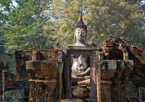 Obraz na płótnie Big buddha wat sri chum in Sukhothai historical park of Thailand.