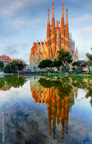 Photo sur Toile Europe Centrale Sagrada Familia in Barcelona, Spain.